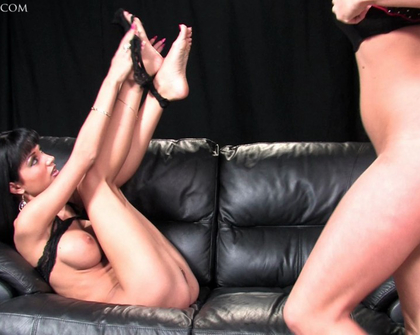 UKFootSluts - Roxanne and Karen lesbian foot fetish