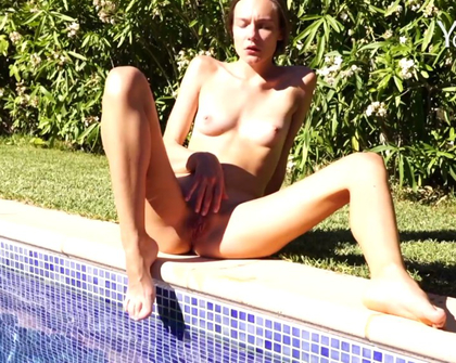 Yonitale - Celine Y Swimming