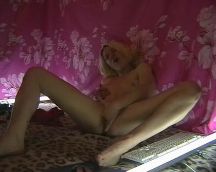 HomePornFrames - Blonde Webcam Teen Fingerring Pussy