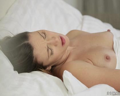 21Naturals - Bedtime s01  Alyssa Reece