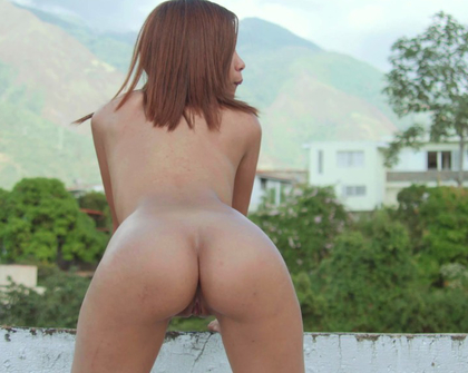 Watch4Beauty - Katy Alvarez Playing On The Roof
