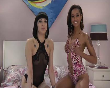 Skin Diamond - Asphyxia Noir - Danni com Live Chat 21 02 13