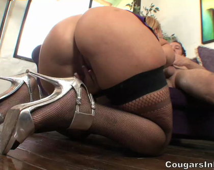 CougarsInHeat - Mellanie Monroe Cougar On The Prowl