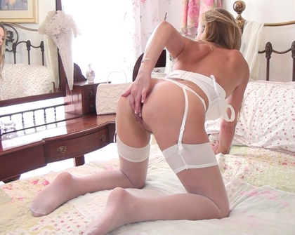Anilos - Elegant Eve Spreads Her Pussy
